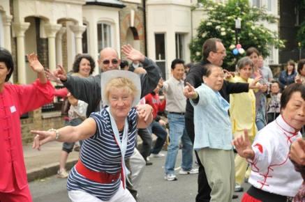 Queen's Diamond Jubilee street carnival 02 120605